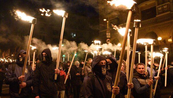 Thành viên tham gia diễu hành tại Kiev, kỷ niệm ngày thành lập Đội quân Ukraina nổi dậy và Ngày Bảo vệ Ukraina - Sputnik Việt Nam