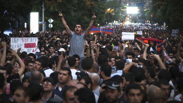 Cuộc biểu tình chống chính phủ phản đối việc tăng giá điện ở Erevan - Sputnik Việt Nam