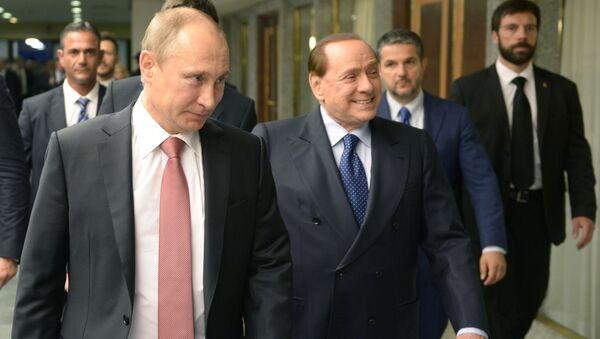 Tổng thống Nga Vladimir Putin và cựu Thủ tướng Italy Silvio Berlusconi  - Sputnik Việt Nam