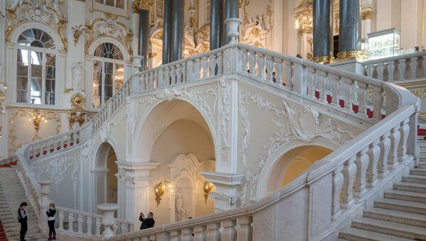 Главная лестница в Государственном Эрмитаже в Санкт-Петербурге - Sputnik Việt Nam