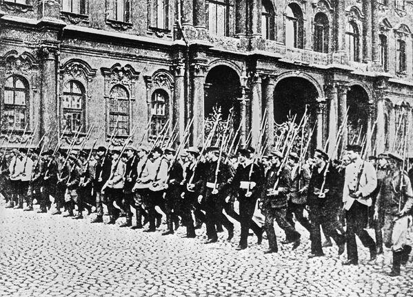 Đội Cận vệ Đỏ trên đường phố Petrograd. Năm 1917 - Sputnik Việt Nam