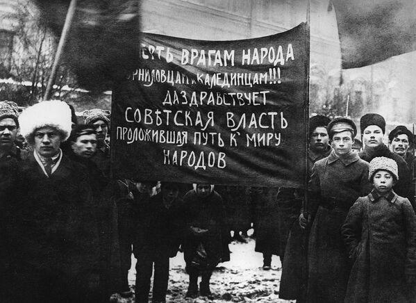 Cuộc mit-tinh của công nhân và binh lính Petrograd. Ngày 25 tháng 10 (7 tháng 11) năm 1917 - Sputnik Việt Nam