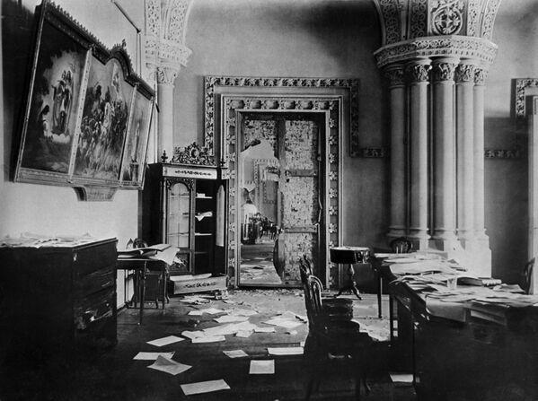 Gian Gothic trong Cung điện Mùa đông – dinh thự của Chính phủ lâm thời, sau khi những người Bolshevik chiếm trong Cách mạng tháng Mười. Ngày 7 tháng 11 năm 1917, thành phố Petrograd. - Sputnik Việt Nam