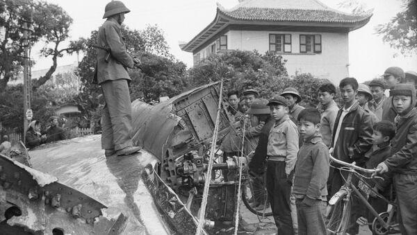 Xác máy bay B52 bị bắn rơi ở Hà Nội - Sputnik Việt Nam