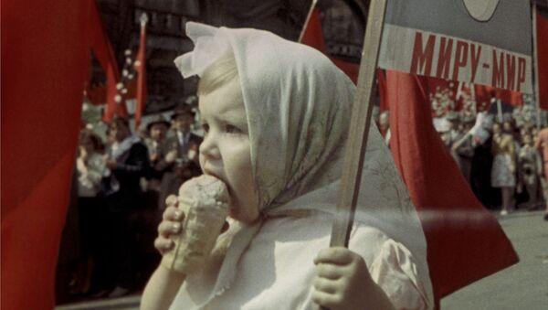 Cô bé Liên Xô - Sputnik Việt Nam