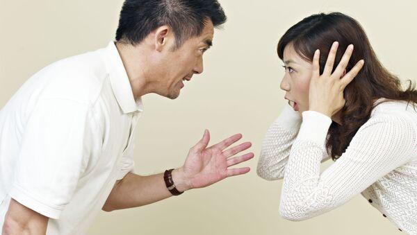 Người đàn ông và người phụ nữ đang cãi nhau - Sputnik Việt Nam