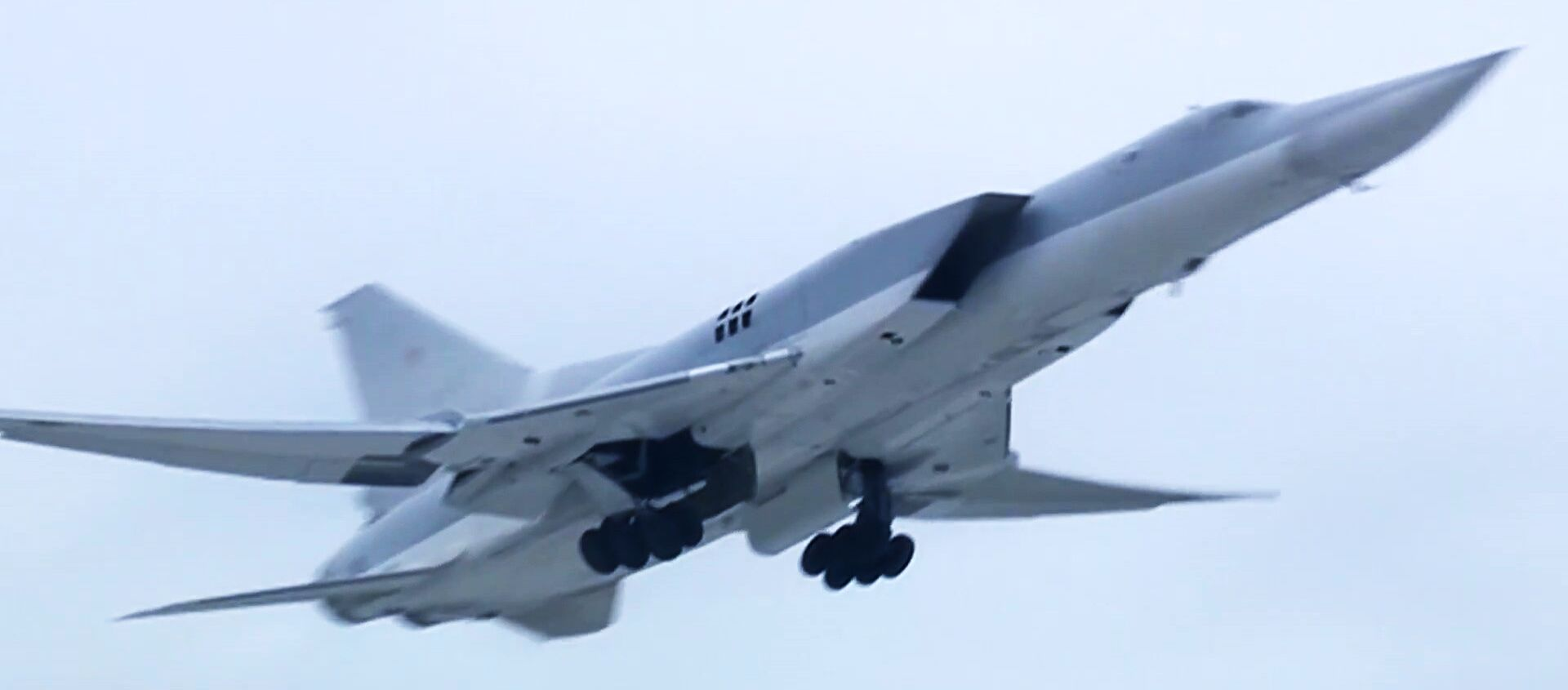 Máy bay ném bom Tu-22M3 của Không quân Nga không kích vào các cứ điểm khủng bố IS ở Syria  - Sputnik Việt Nam, 1920, 27.05.2021