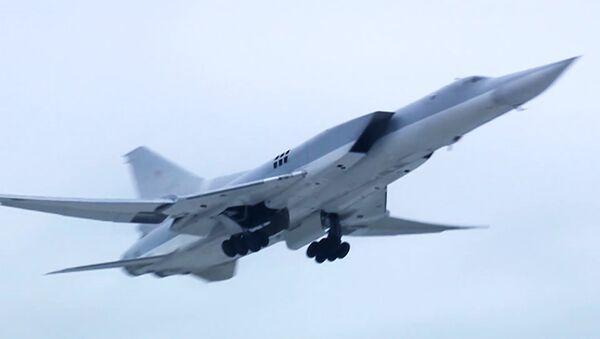 Máy bay ném bom Tu-22M3 của Không quân Nga không kích vào các cứ điểm khủng bố IS ở Syria  - Sputnik Việt Nam