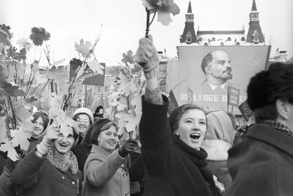 Lễ hội trên Quảng trường Đỏ kỷ niệm 52 năm Cách mạng XHCN Tháng Mười Vĩ đại, năm 1969 - Sputnik Việt Nam