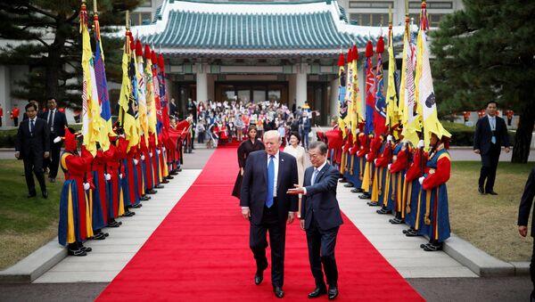 Donald Trump ở Seoul với Tổng thống Hàn Quốc Moon Jae-in - Sputnik Việt Nam