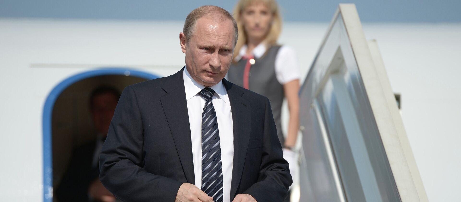 Tổng thống Vladimir Putin đến Crưm. Xuống máy bay tại sân bay Belbek. - Sputnik Việt Nam, 1920, 02.12.2019