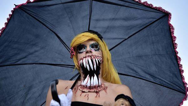 """Nữ thành viên hoạt động  """"Zombie-mob"""" ở Mexico City, Mexico - Sputnik Việt Nam"""