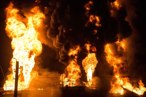 Cháy kho chứa dầu ở Kiev - Sputnik Việt Nam