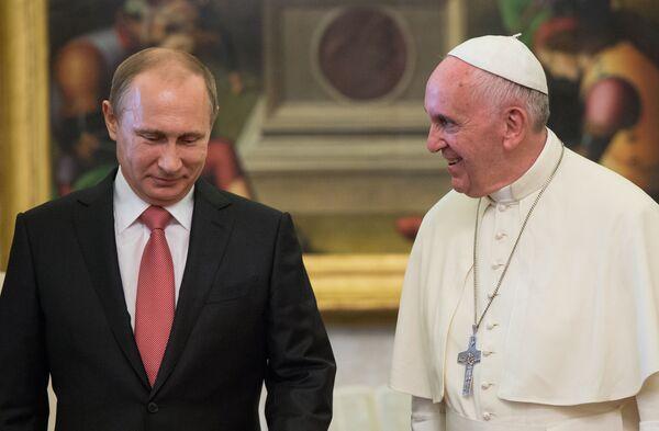 Tổng thống Nga Vladimir Putin và Đức Giáo Hoàng Francis trong cuộc gặp tại Vatican - Sputnik Việt Nam