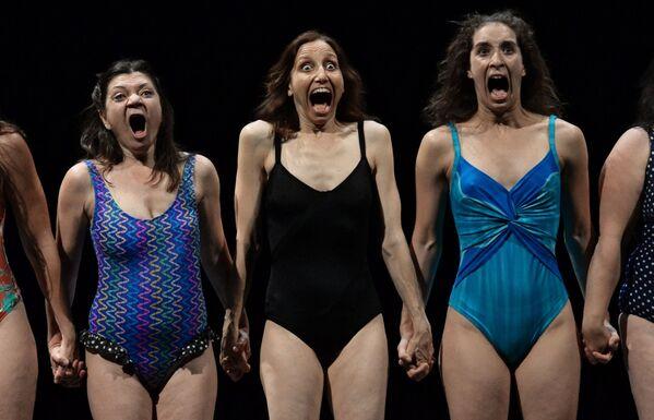 Cảnh trong vở kịch Chị em Macaluso trong Liên hoan Sân khấu Quốc tế Anton Chekhov lần thứ XII - Sputnik Việt Nam