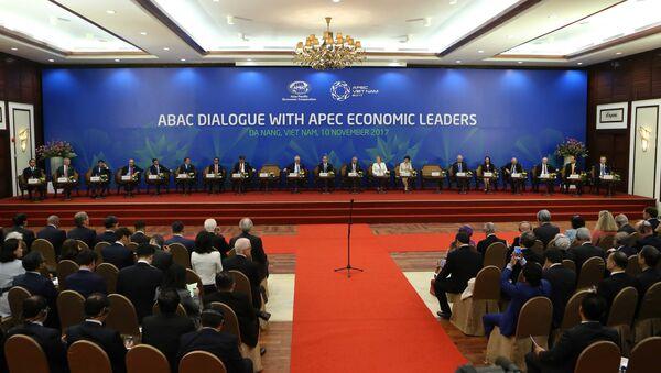 Chiều 10/11/2017, Phiên toàn thể Đối thoại giữa các nhà Lãnh đạo kinh tế APEC với Hội đồng Tư vấn kinh doanh APEC (ABAC) diễn ra tại Khách sạn Furama, thành phố Đà Nẵng. - Sputnik Việt Nam