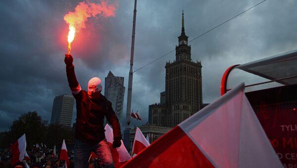 Cuộc diễu hành của phe cánh hữu ở Ba Lan - Sputnik Việt Nam