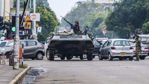 Tuần tra quân sự trên đường phố Harare, Zimbabwe - Sputnik Việt Nam