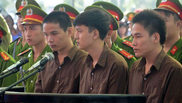 3 bị cáo trong phiên xử lưu động ngày 17/12 (từ trái qua phải) gồm: Vũ Văn Tiến, Nguyễn Hải Dương và Trần Đình Thoại - Sputnik Việt Nam