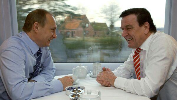 Cựu Thủ tướng Đức Gerhard Schroeder và Tổng thống Nga Vladimir Putin - Sputnik Việt Nam