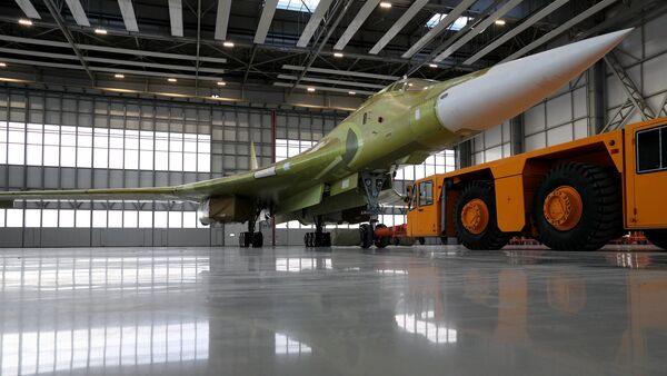 Máy bay ném bom chiến lược hiện đại Tu-160M2 - Sputnik Việt Nam
