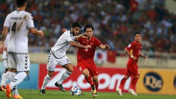 Đội tuyển Việt Nam (áo đỏ) đã có mặt ở vòng chung kết Asian Cup 2019  - Sputnik Việt Nam
