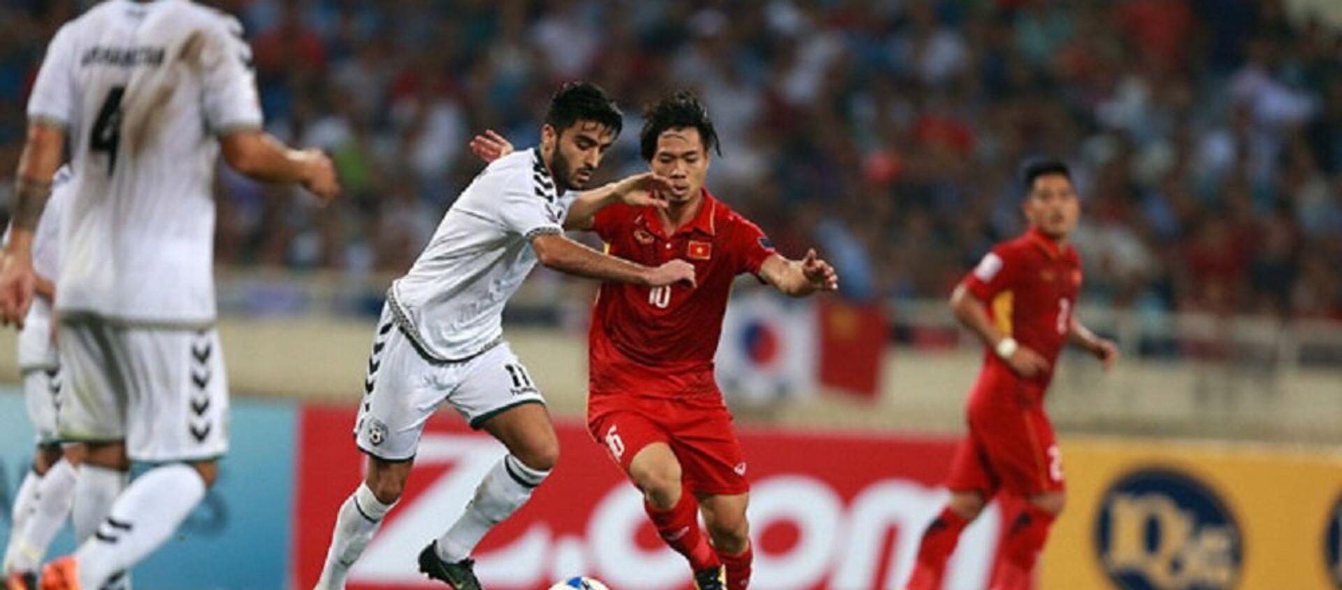 Đội tuyển Việt Nam (áo đỏ) đã có mặt ở vòng chung kết Asian Cup 2019  - Sputnik Việt Nam, 1920, 05.03.2020