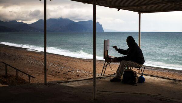Họa sĩ vẽ tranh trên bãi biển Sevastopol, Crưm  - Sputnik Việt Nam