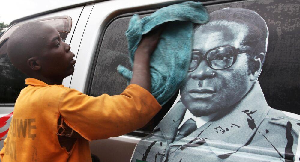 Xe buýt với hình ảnh Tổng thống Robert Mugabe