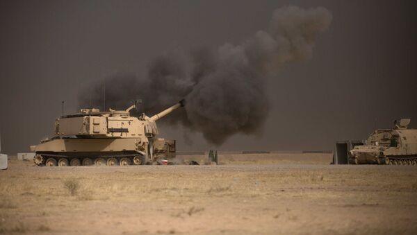 Артиллерийская установка M109A6 Paladin армии США оказывает поддержку огнем Вооруженным силам Ирака во время наступления на Мосул - Sputnik Việt Nam