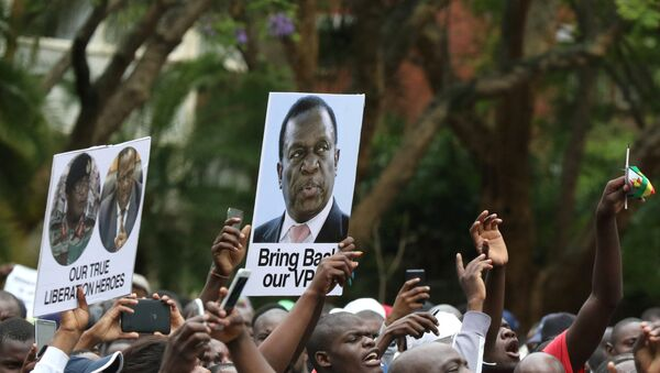 Protesters hold posters showing support for former vice-President Emmerson Mnangagwa, in Harare, Zimbabwe, November 18, 2017 - Sputnik Việt Nam