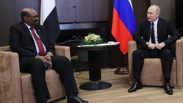 Tổng thống Sudan Omar al-Bashir tại buổi hội đàm với Tổng thống Nga Vladimir Putin - Sputnik Việt Nam