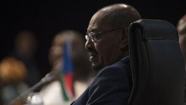 Sudanese President Omar al-Bashir attends the opening session of the AU summit in Johannesburg, Sunday, June 14, 2015 - Sputnik Việt Nam