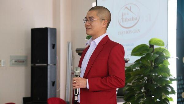 CEO Nguyễn Thái Luyện của Công ty địa ốc Alibaba đưa ra mồi nhử về cam kết lợi nhuận tại các lễ mở bán - Sputnik Việt Nam