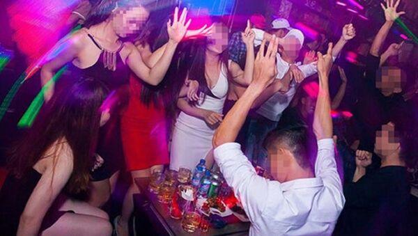 Làm nghề PR bar buộc phải uống nhiều bia rượu - Sputnik Việt Nam