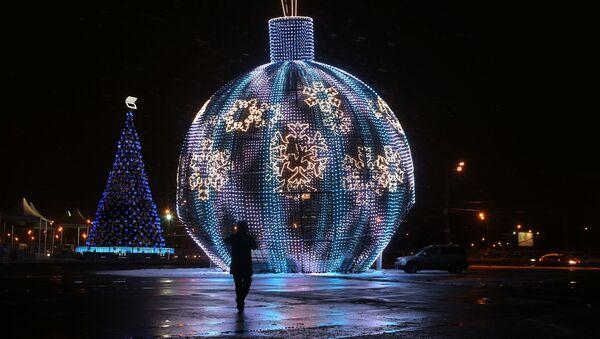 Quả bóng Giáng sinh lớn nhất thế giới - Sputnik Việt Nam