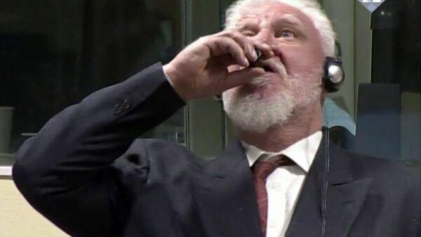 Tướng Bosnia Slobodan Praljak uống thuốc độc tại phiên tòa The Hague - Sputnik Việt Nam