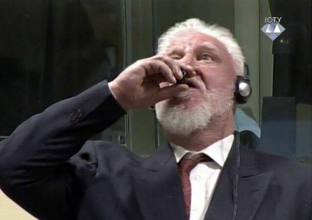 Tướng Bosnia Slobodan Praljak uống thuốc độc tại phiên tòa The Hague