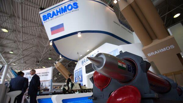 Mô hình tên lửa hành trình BrahMos phiên bản hàng không trang bị cho các Su-30MKI - Sputnik Việt Nam