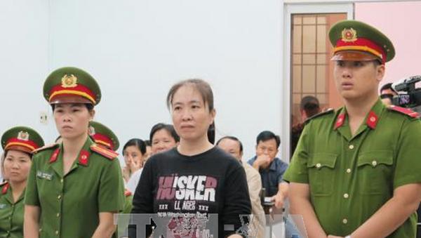 Bị cáo Nguyễn Ngọc Như Quỳnh (áo đen) tại phiên tòa - Sputnik Việt Nam
