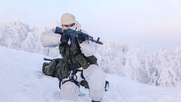 Quân nhân Lữ đoàn lính thủy đánh bộ độc lập số 61 của Hạm đội Biển Bắc trong thời gian huấn luyện tại căn cứ vùng Murmansk - Sputnik Việt Nam