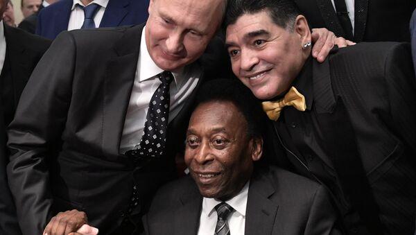 Tổng thống Nga Vladimir Putin, cựu cầu thủ bóng đá Brazil Pele và cựu cầu thủ người Argentina Diego Maradona - Sputnik Việt Nam