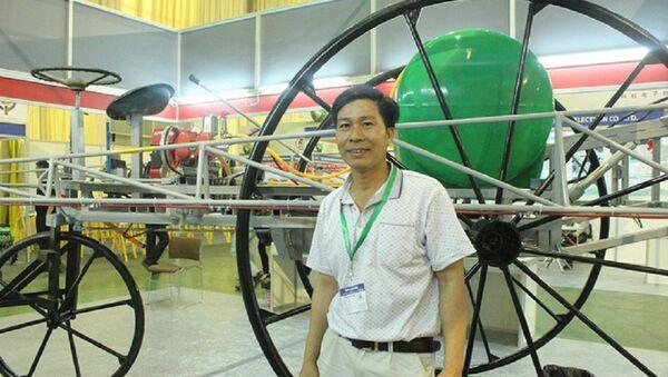 Nhà sáng chế Phạm Văn Hát dù chỉ học hết lớp 7 những đã có hàng loạt những sản phẩm máy móc cải tiến hiệu quả được bà con nông dân ưa chuộng, sử dụng - Sputnik Việt Nam
