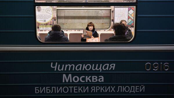 cư dân Moskva đọc sách trong metro - Sputnik Việt Nam