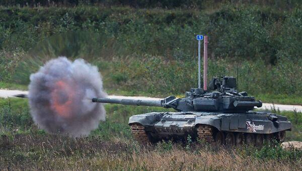 Xe tăng T-90 khai hỏa trong một bài tập demo tại Thao trường Alabino - Sputnik Việt Nam