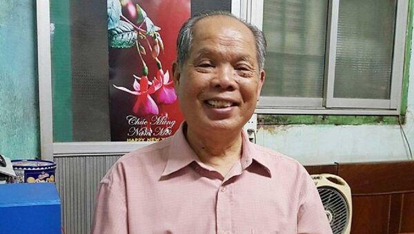 Ông Bùi Hiền trong phòng làm việc giản dị ở một chung cư cũ thuộc Quận Thanh Xuân. - Sputnik Việt Nam