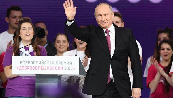 Tổng thống Nga Vladimir Putin dự lễ trao giải Tình nguyện viên Nga 2017 - Sputnik Việt Nam