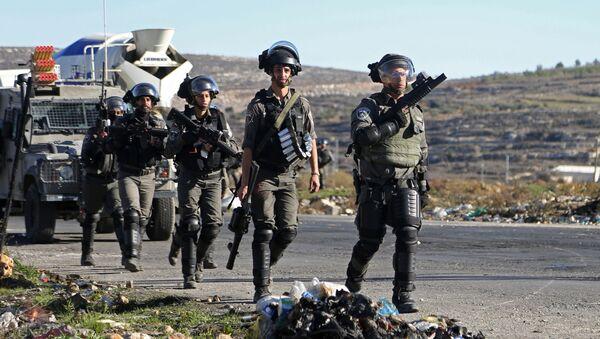 Nhân viên thực thi pháp luật Israel trong cuộc đụng độ gần Ramallah, biên giới Palestine và Israel. - Sputnik Việt Nam