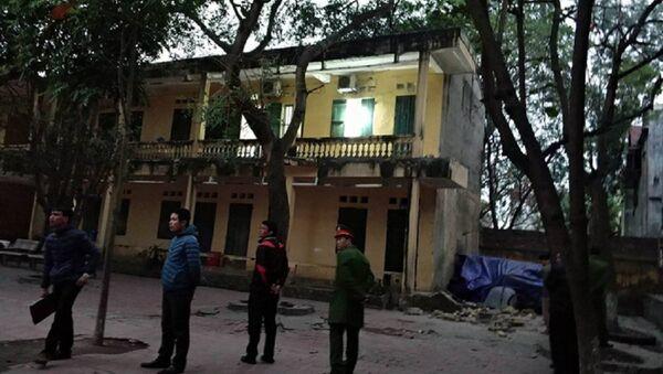 Vụ sập lan can tại trường Tiểu học Văn Môn, xã Yên Phong, tỉnh Bắc Ninh - Sputnik Việt Nam