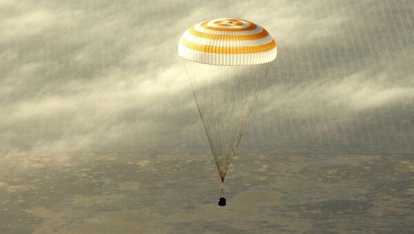 thành viên của Trạm vũ trụ quốc tế (ISS) đã tiếp đất trong modun hạ cánh của con tàu vũ trụ Soyuz TMA-12 - Sputnik Việt Nam